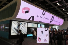 Fitbit setzte auf großflächige LED am IFA-Stand. Auffallen ist alles (Foto: invidis)