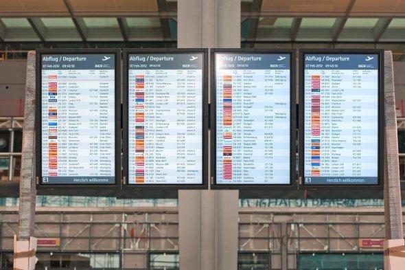 FIDS Displays am neuen BER Berlin Brandenburg AIrport
