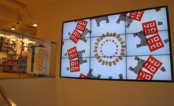 Digital Signage in UNIQLO Regent