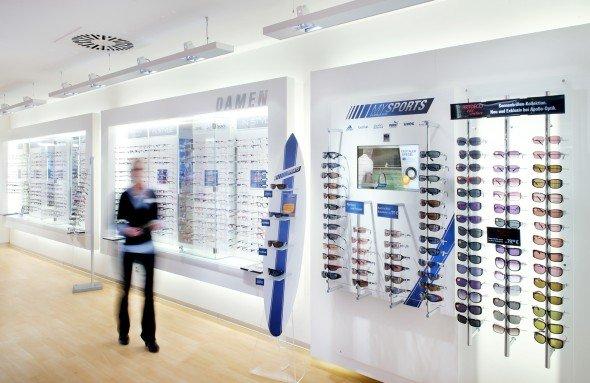 Durchblick für Brillenschlangen: Netvico installiert für Apollo-Optik (Foto: netvico/ Angelika Grossmann)