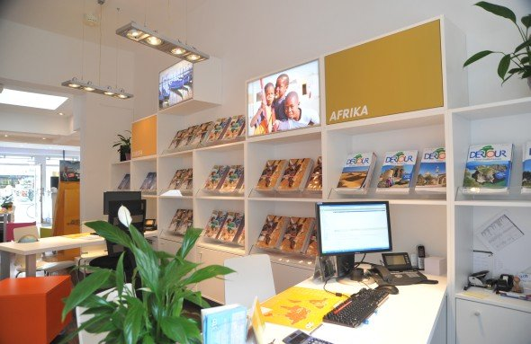 Bereits 30 der 47 deutschen STA Travel-Shop setzen auf Digital Signage