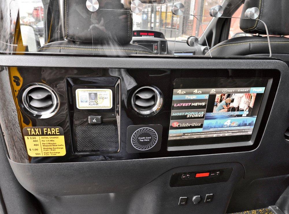 Taxi TV im neuen Nissan New York Taxi