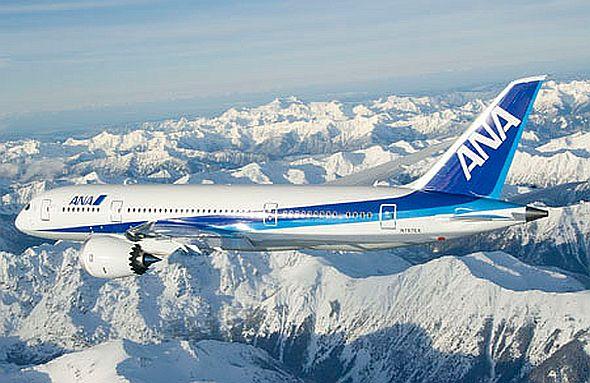 Fliegt auch mit Sharp-Display und Biosprit: Boeing 787 der japanischen ANA (Foto: Boeing)
