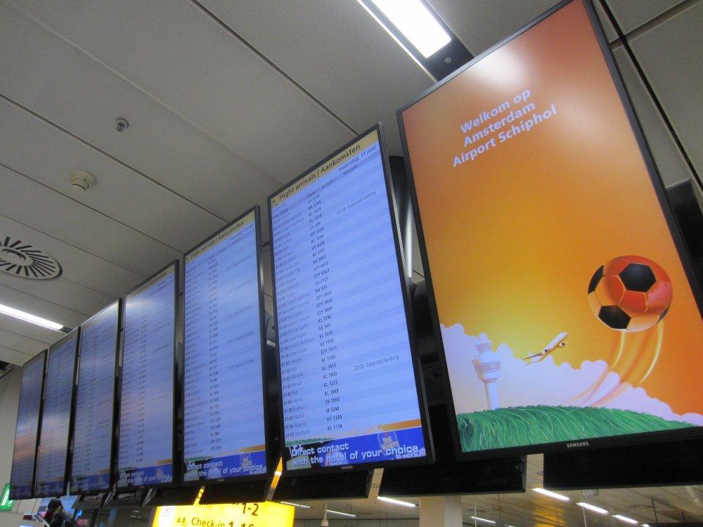 AMS Schipol setzt auf Samsung LED Abflugtafeln