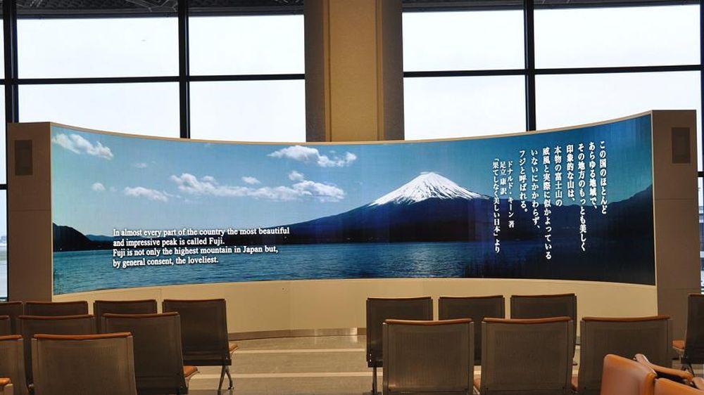 385-Zoll-Display auf dem Nariata-Flughafen Tokyo