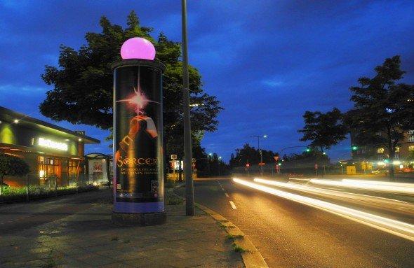 LED-verfeinerte Stelen von Wall zum Launch eines Sony-Spiels (Foto: Wall AG)