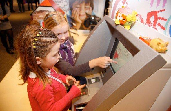 Künftige Wincor-Kunden auf der Wincor World 2011 (Foto: Wincor Nixdorf)
