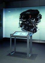 Mit Displays, Leinwänden und digitalen Tischen kann auch die Technik der Fahrzeuge ansprechender und exakter erklärt werden(Foto: Audi)