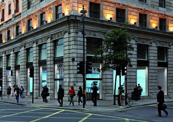 Keine Arme-Leute-Gegend: die erste Audi City am Piccadilly Circus. Auch in anderen Metropolen sollen Core-Lagen gewählt werden (Foto: Audi)