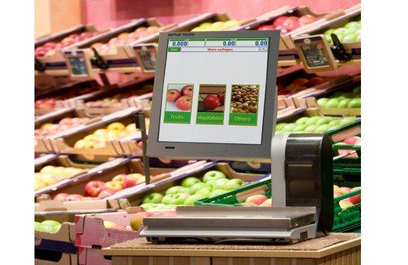 UC-GLT-M: Die hochformatige Anbringung des Touchscreens erleichtert die Adaption von Printwerbung (Foto: Mettler Toledo)
