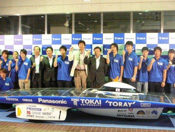 So sehen Sieger aus: Solar Car Team der Tokai University (Foto: Panasonic)