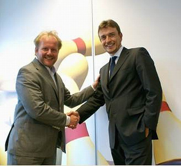 Bernard Gosselink - CFO von Sahara Benelux - und Fabrizio del Maffeo - Sales Director iServices Advantech Europe (Foto: Advantech)