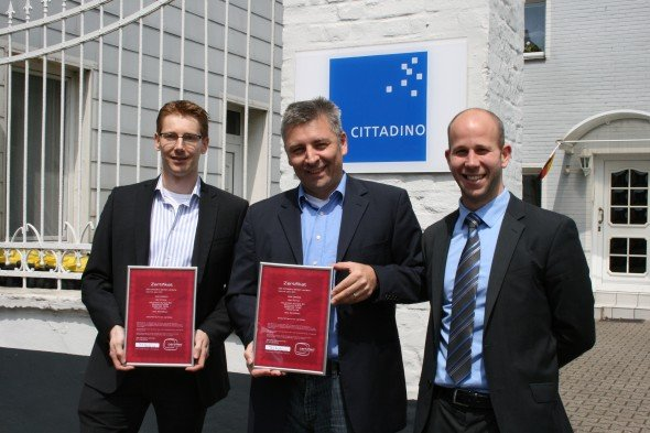 Kooperation unter Dach und Fach: Bas Smeets, Advantechs Business Development Manager iServices; Peter Schlichter Cittadino-CFO; Frederic Kriescher, Advantechs Key Account Manager iServices (Foto: Advantech)