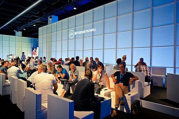 Gamescom 2012 in Köln: LG stattet den Stand von Electronic Arts aus (Foto: Electronic Arts)