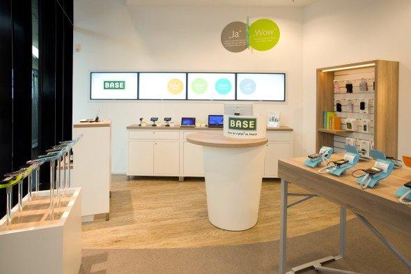 BASE-Shop Hamburg mit echions Digital Signage-Lösung (Foto: echion)