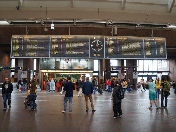 Röhren raus, LCD rein: Neue Anzeigetafel im Hauptbahnhof in Oslo (Foto: GDS)