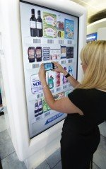 Tescos virtuelle Filiale am Londoner Airport Gatwick (Foto: Monster Media)