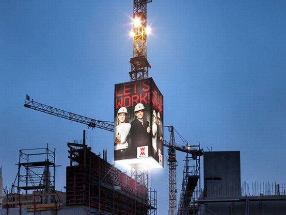 Geworben wird oben: Wolff & Müller macht jetzt auch Werbung via LED (Foto: Wolff & Müller)