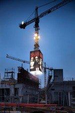 Erstes deutsches Bauunternehmen mit eigenen digitalen Werbeformen am Kran (Foto: Wolff & Müller)