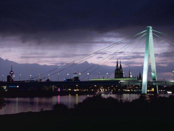 """""""Mer losse de Dom in Kölle"""" - und die Photokina auch: Stadtpanorama mit der Severinsbrücke (Foto: Koelnmesse)"""
