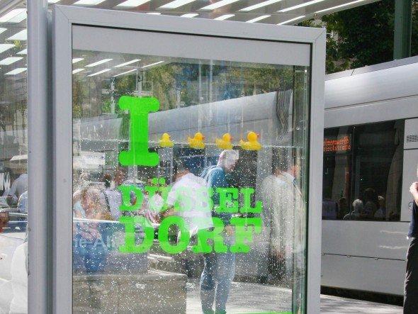 Trinkwassertag bei den Stadtwerken Düsseldorf: Quietscheentchen im Wassertank (Foto: Wall AG)