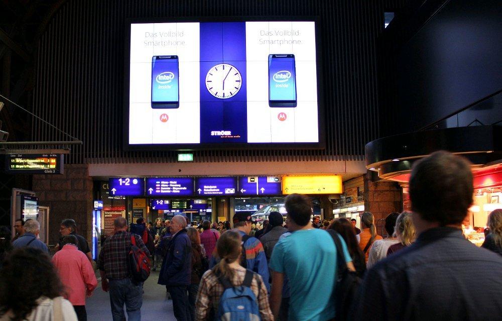 Ströer Digital - Motorola launcht crossmediale Razr i Kampagne