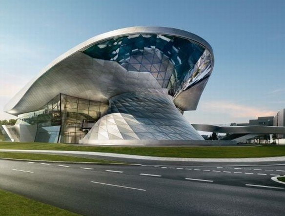 Ansicht von Süden - der markante Doppelkegel der BMW Welt (Foto: BMW)