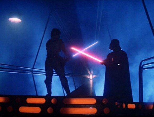 """Lord Vader bevorzugt Rot, Sohn Luke setzt auf Gründ oder wie hier Blau: Laser-Duell in """"The Empire Strikes Back"""" (Foto: ILM/ Lucasfilm)"""