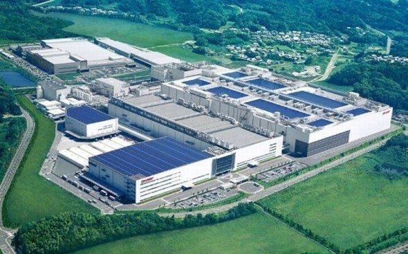 In Sharps Mie Plant No. 3 hat jetzt die Serienfertigung der FullHD-5-Zöller begonnen (Foto: Sharp)