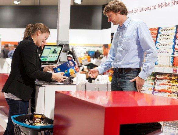 Wahlweise Self-Checkout oder mit Bedienung - Wincor Nixdorf zeigte die BEETLE/ iSCAN EASY Hybridlösung in Rheda-Wiedenbrück (Foto: Wincor Nixdorf)