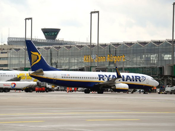 Ryanair in Köln und auf Amscreen Displays europaweit (Foto. CGN Airport)