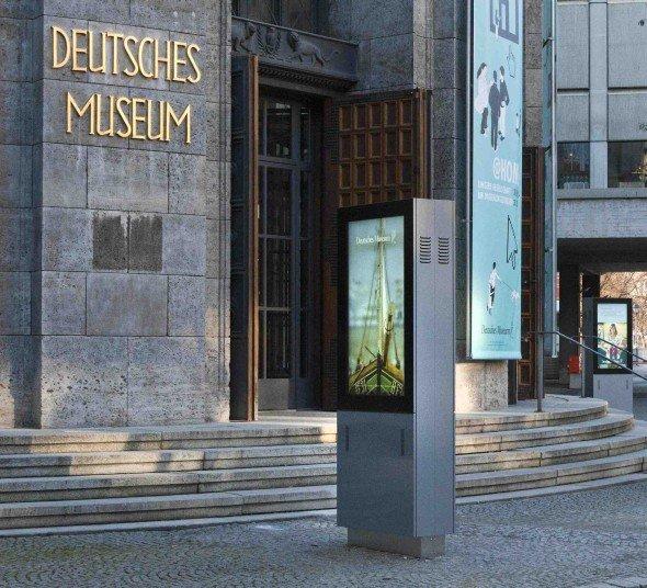 Informationsstelen vor dem Deutschen Museum
