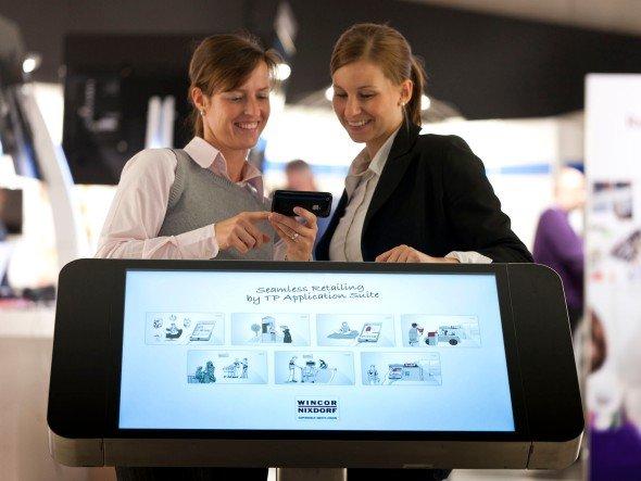 Im Hanel derzeit mehr zu holen, als bei den Banken - Wincor Nixdorf Mobile PoS-Lösung fürSeamless Retailing (Foto: Wincor Nixdorf)