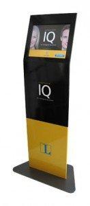 Die friendlyway-Stele mit Langenscheidt- und IQ-Branding (Foto: friendlyway)