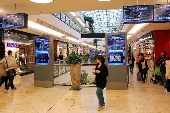 Ströers digitale Werbeträger im Einkaufszentrum