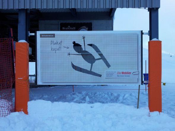 """Plakat kaputt? Nein, wenn es um die MaFo geht. Motiv der Schweizer Versicherung """"Die Mobiliar"""" (Foto: APG Mountain)"""