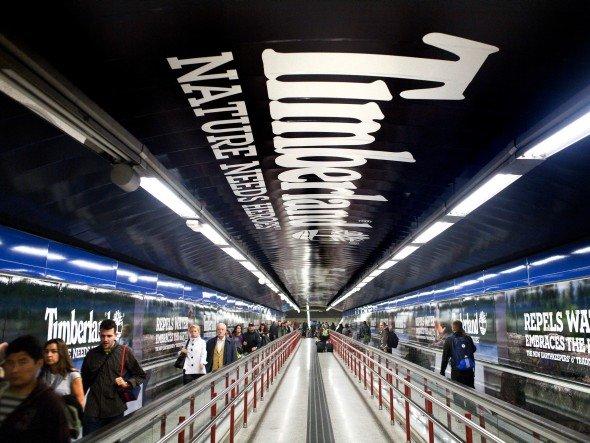 Station Branding von Timberland in der Metro in Madrid (Foto: JCDecaux)