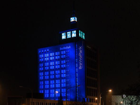 """Video-Arbeit """"Guck! Watch!"""" von Swetlana König auf der LED-Fassade am BraWoPark (Foto: HBK Braunschweig)"""