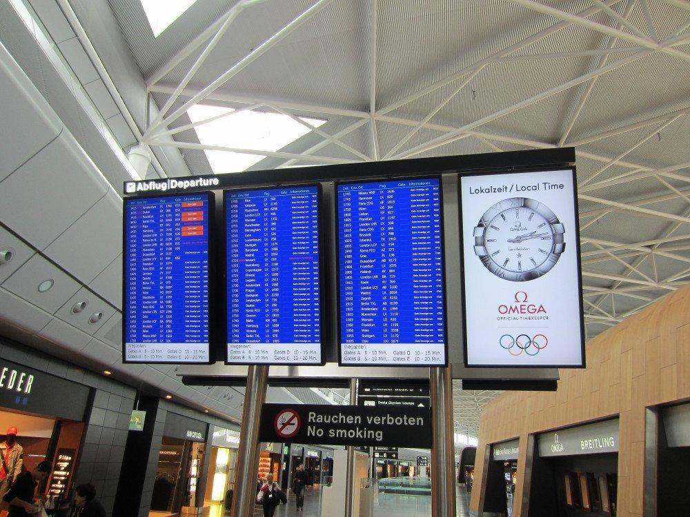 Flughafen Zürich - Information trifft auf Werbung