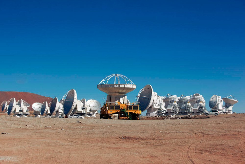 Transport eines der 66 ALMA Teleskope (Quelle: ALMA ESO/NAOJ/NRAO C.Padilla)
