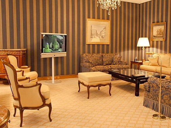 Kleiner B2B-Bereich - Display im Hotel Le Bristol, Paris(Foto: Loewe AG)