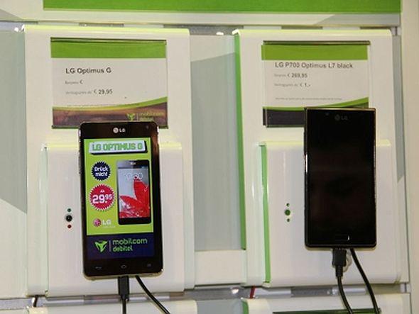 Mit dem Optimus-Modell von LG startet die Erweiterung des Instore TVs auf die Handys nm Laden (Foto: mobilcom-debitel)