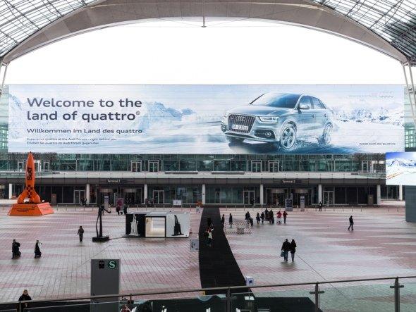 "Plakat in München - Teil der weltweiten Audi-Kampagne ""Welcome to the land of quattro"" (Foto: Initiative Airport Media)"