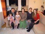 Das Ehepaar Byun mit Familie - die beiden Enkelinnen lernen auch koreanisch (Foto: Herlinde Koelbl)