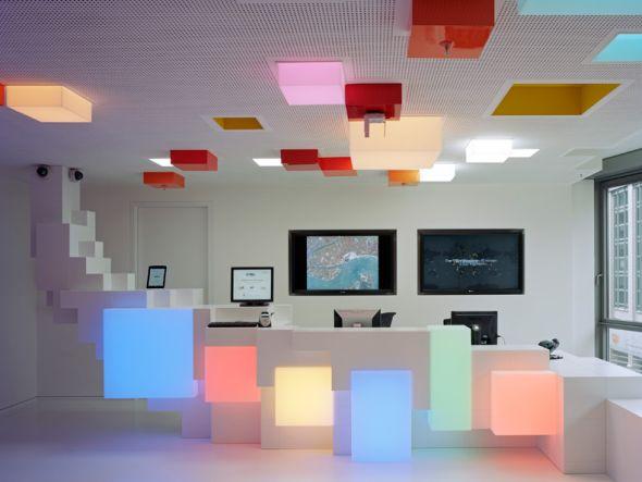 Googles Hamburger Foyer wird mit LED Cubes illuminiert (Foto: Oliver Heissner Fotografie | info@oliverheissner.com)