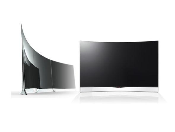 Großes Kino: links sind drei nebeneinander montierte 55EA9800 OLED Displays zu sehen (Foto: LG)