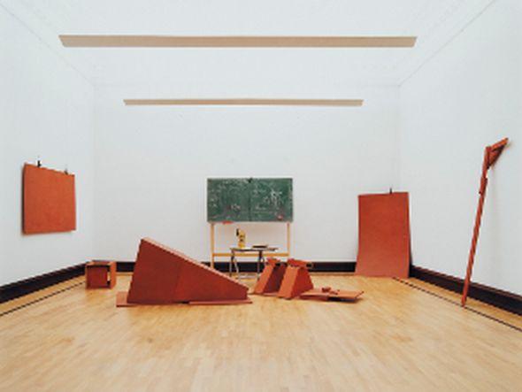 """Auch """"Jupp"""" wird ins rechte Licht gesetzt: Joseph Beuys, """"Vor dem Aufbruch aus Lager I"""" © Joseph Beuys Estate/VG Bild-Kunst, Bonn 2013 (Foto: Florian Holzherr/ Städtische Galerie im Lenbachhaus)"""