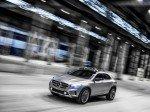 Blau schimmernde LED als Blinker, Laser als Scheinwerfer (Foto: Daimler AG)