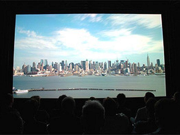 Erste Präsentation von SHV außerhalb Japans: NHK führt auf der IBC 2006 Filme in 8K vor (Foto: NHK Digital)