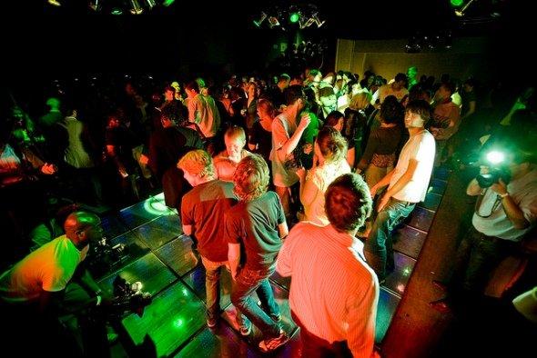 ...noch mehr Tanz = noch mehr Spaß... - hier im Club Watt in Rotterdam (Foto: Energy Floors)